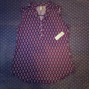 Diamond patterned sleeveless blouse!